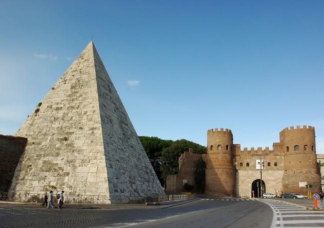 Pyramid_ofCestius_6832