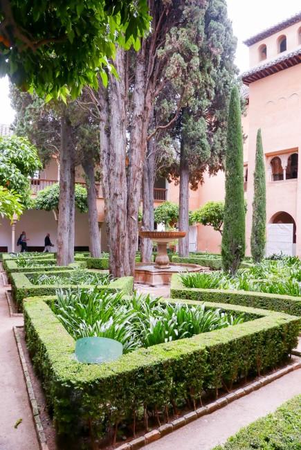 alhambra 11 fountain