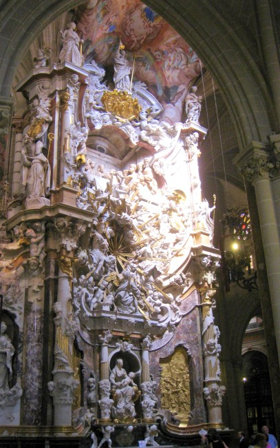 Transparente_of_Toledo_Cathedral_-_full_view_1