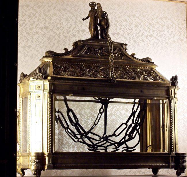 St Petter's Chains
